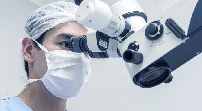 Dr. Eduardo Akira Yanaguihara - Visão Hospital Oftalmológico